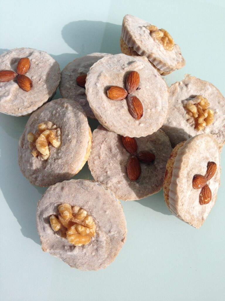 These Banana Almond Butter Cupcakes are the best no bake treat. Made with simple ingredients, they are delicious, vegan and healthy.