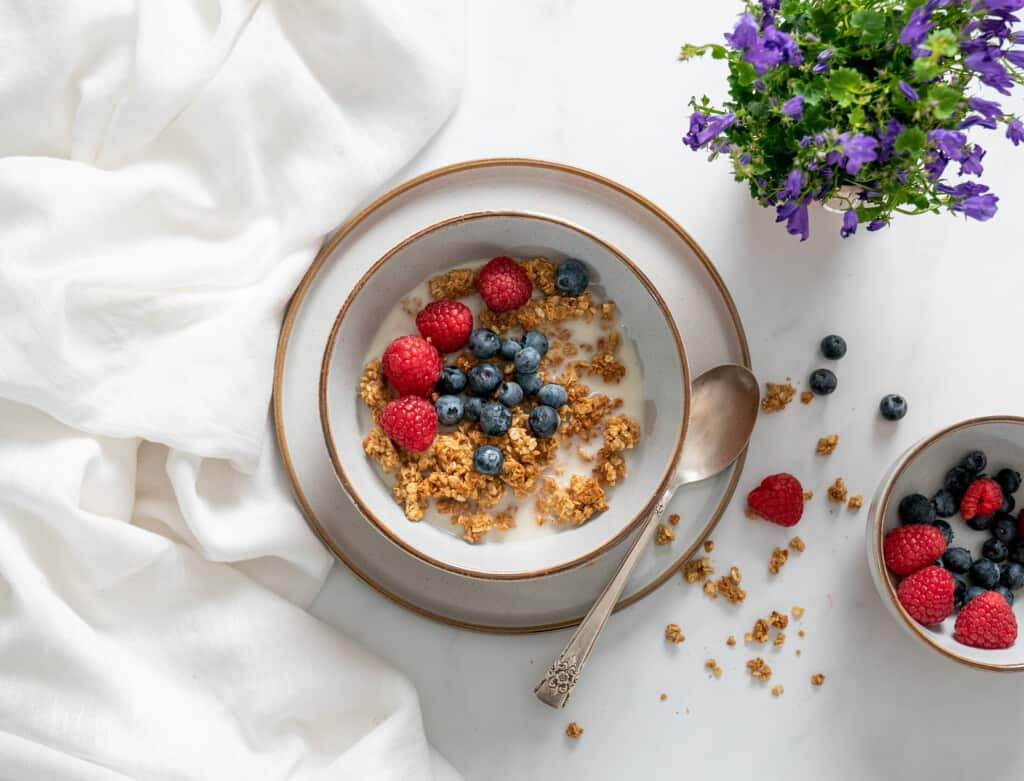 Healthy, clean peanut butter granola recipe made with only 3 ingredients. It's quick and easy to make, it's naturally sweetened and it's crunchy and utterly delicious.