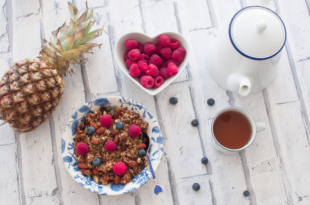 This homemade simple granola is my family's favourite. Only a few ingredients, yet so tasty and crunchy while being naturally vegan, gluten-free and healthy. It's ready in just 30 minutes!