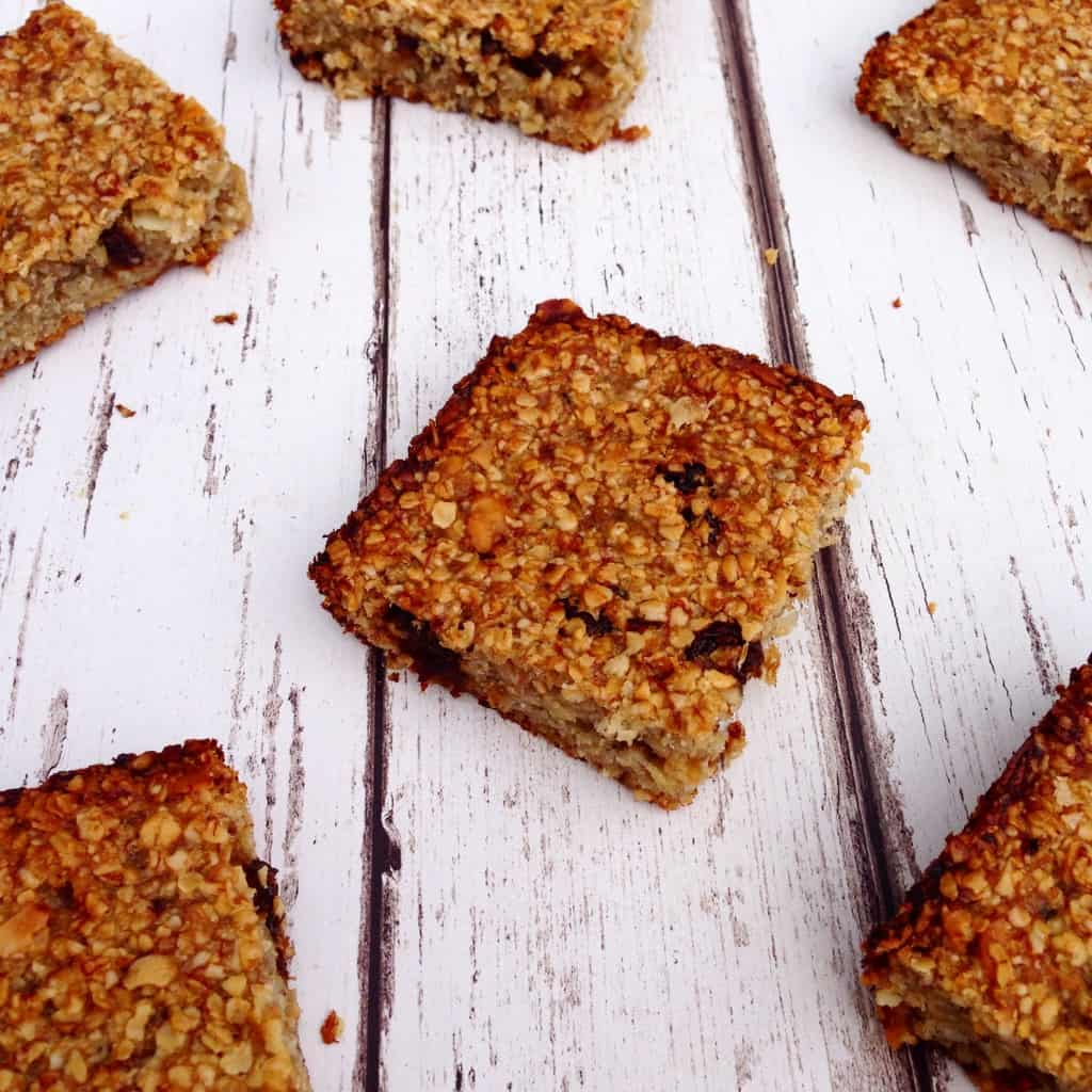 Simple and clean flapjack with no butter, refined sugar or flavourings. #vegan #cleaneating