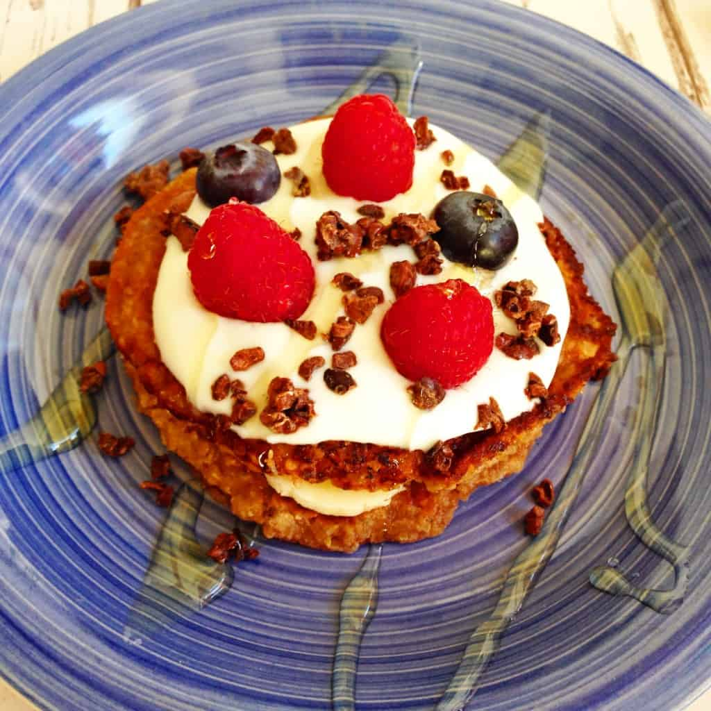 Oats and peanut butter pancakes made with only 5-ingredients sugar and dairy free #cleaneating #vegan #dairyfree