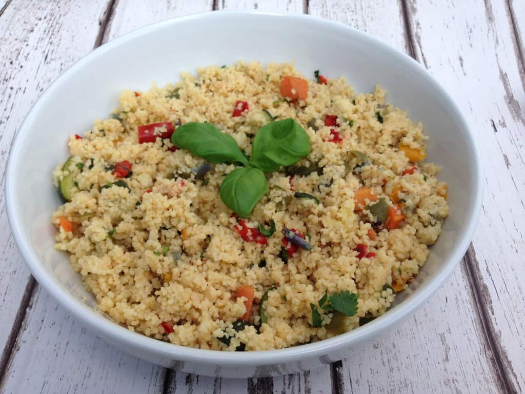 Healthy easy couscous recipe with ingredients that are right now in your fridge. Filling, light, tasty and no special cooking skills required #healthycouscous #healthyrecipe #lunchideas #lunchrecipes #summersalads #veganlunch #plantbasedrecipes