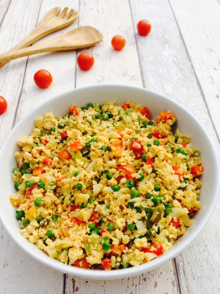 Egg fried cauliflower rice recipe made with simple ingredients is a crowd-pleasing, low-calorie and low fat midweek lunch or dinner idea. And it doesn't taste like cauliflower at all! #vegetarian #dinnerideas #veggiedinners #caulifowerrice #healhtyrecipes