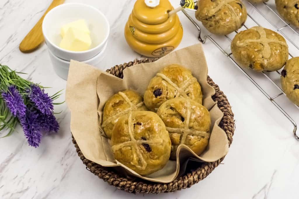 Clean eating hot cross buns recipe using only 8 ingredients. Enjoy your Easter with delicious and guilt free treat loved and enjoyed by all the family!