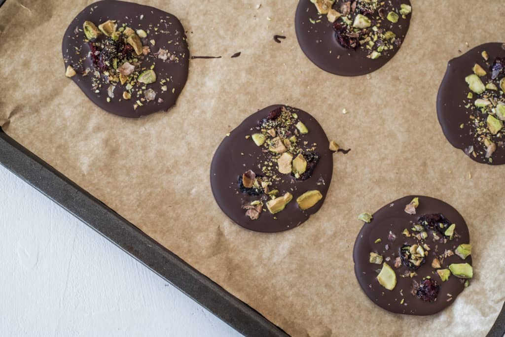 This 3 ingredient chocolate discs recipe is very delicious, takes no time at all, and will make a wonderful homemade gift whatever the occasion #vegan #dairyfree #glutenfree #plantbased