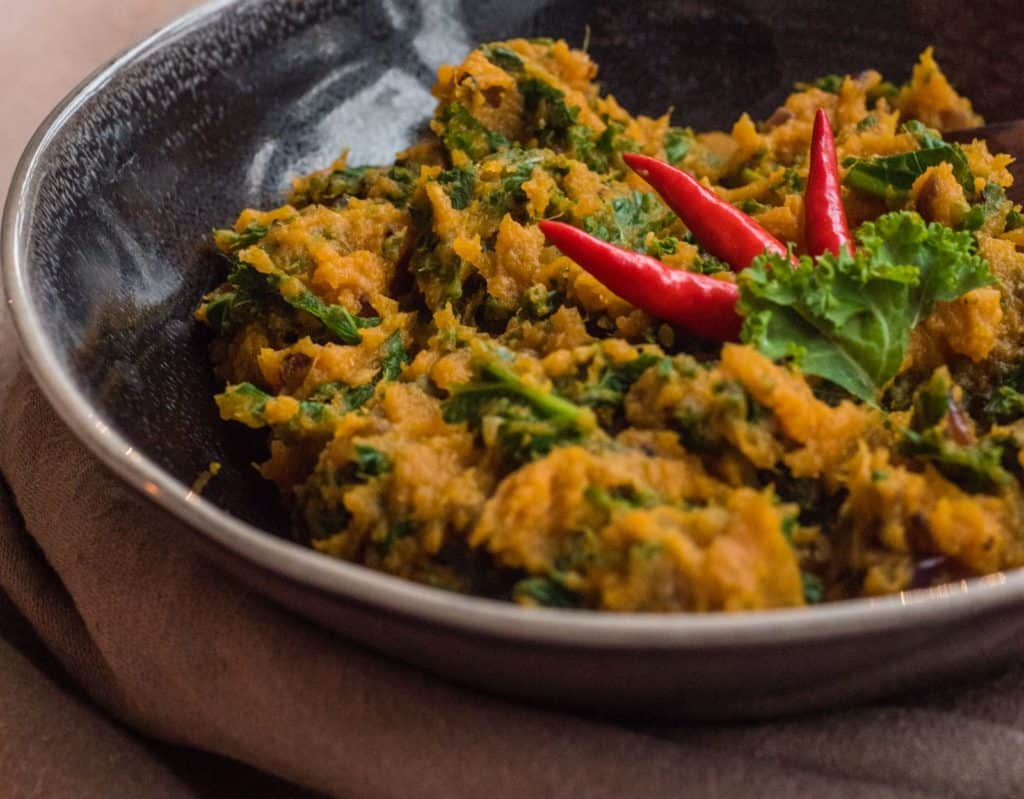 Sweet potatoes and kale – healthy eating doesn't get healthier than this, so if you are giving January a healthy kick then this sweet potato kale mash is IT if you need a tasty, nourishing, filling main or side dish #vegan #dairyfree #glutenfree #veggie #cleaneating