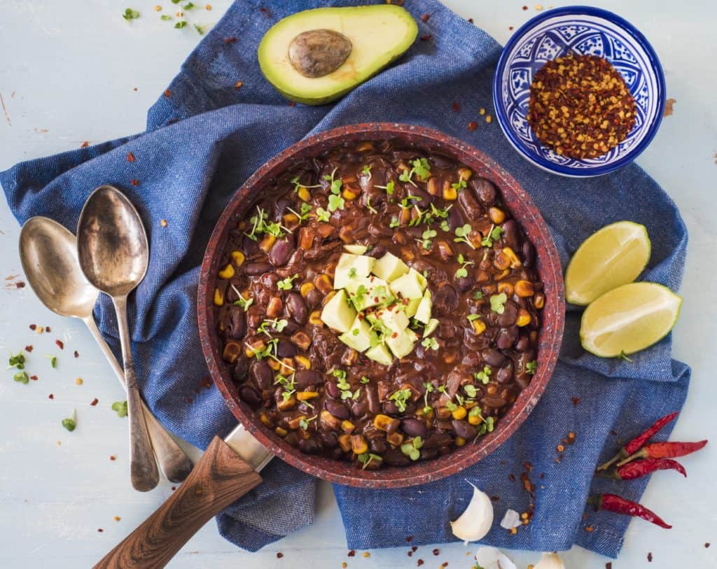 Easy, tasty and healthy chilli sin carne recipe from the Veginner's cookbook. Perfect if you are thinking of transitioning to a plant-based diet or, just want to add more vegetable-based meals to your lifestyle.