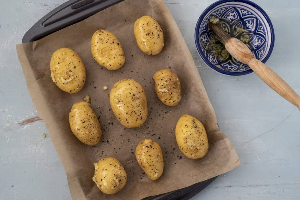 Clean, healthy Baby Hasselback potato recipe that is easy, delicious and naturally gluten-free side dish or even main dish when served with generous serving of your favourite salad.