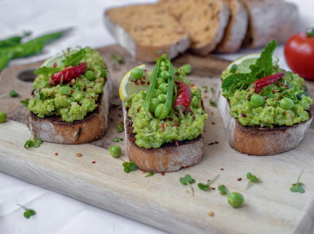 This healthy crushed pea bruschetta recipe makes the brunch, light lunch or mid-week dinner. meal. This is really quick recipe to make and tastes delicious too! #veganbrunch #planbased #brunchideas #healthyrecipes