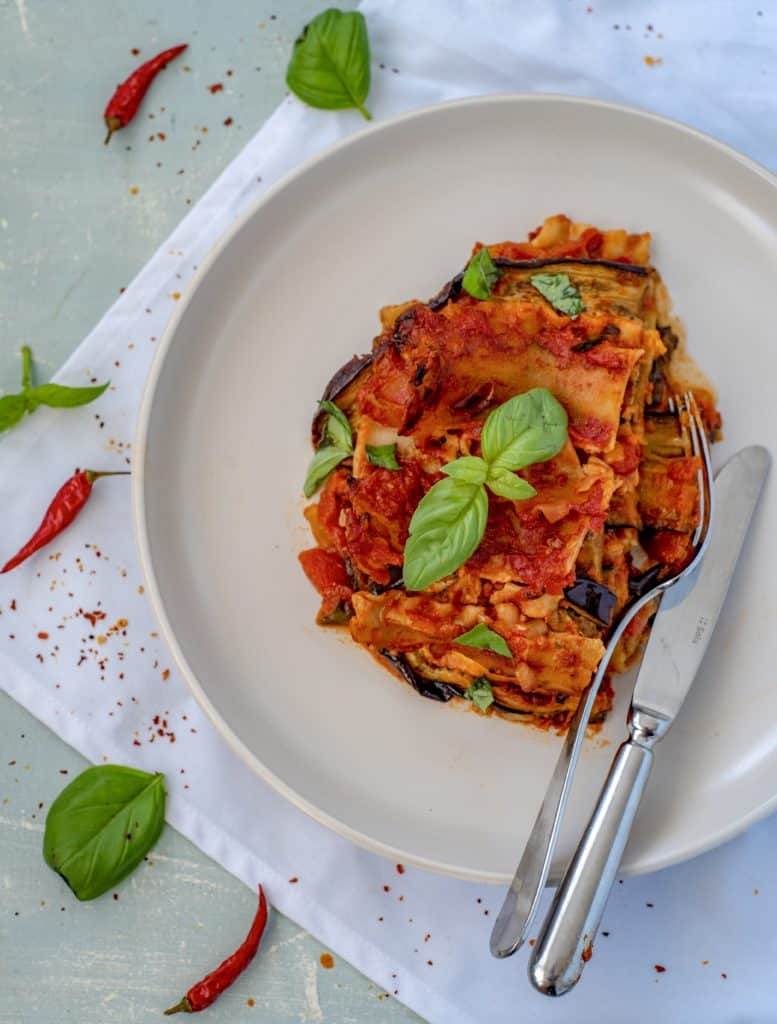 Satisfying, healthy aubergine lasagna recipe made with simple ingredients! This is the perfect plant-based, gluten-free and nut-free lunch or dinner. #glutenfreerecipes #vegan #veganrecipes #dairyfree #dairyfreerecipes #auberginelasagna #healthylasagna #healthyrecipes