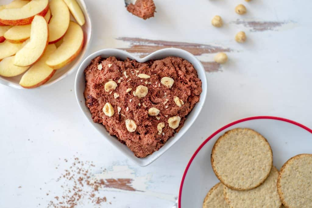 Healthy chocolate hummus recipe which is OUT OF THIS WORLD. Made with just wholesome ingredients, it's quick, #easy, #vegan, dairy and gluten-free #healthyrecipes #glutenfree #vegantreats #healthieroptions