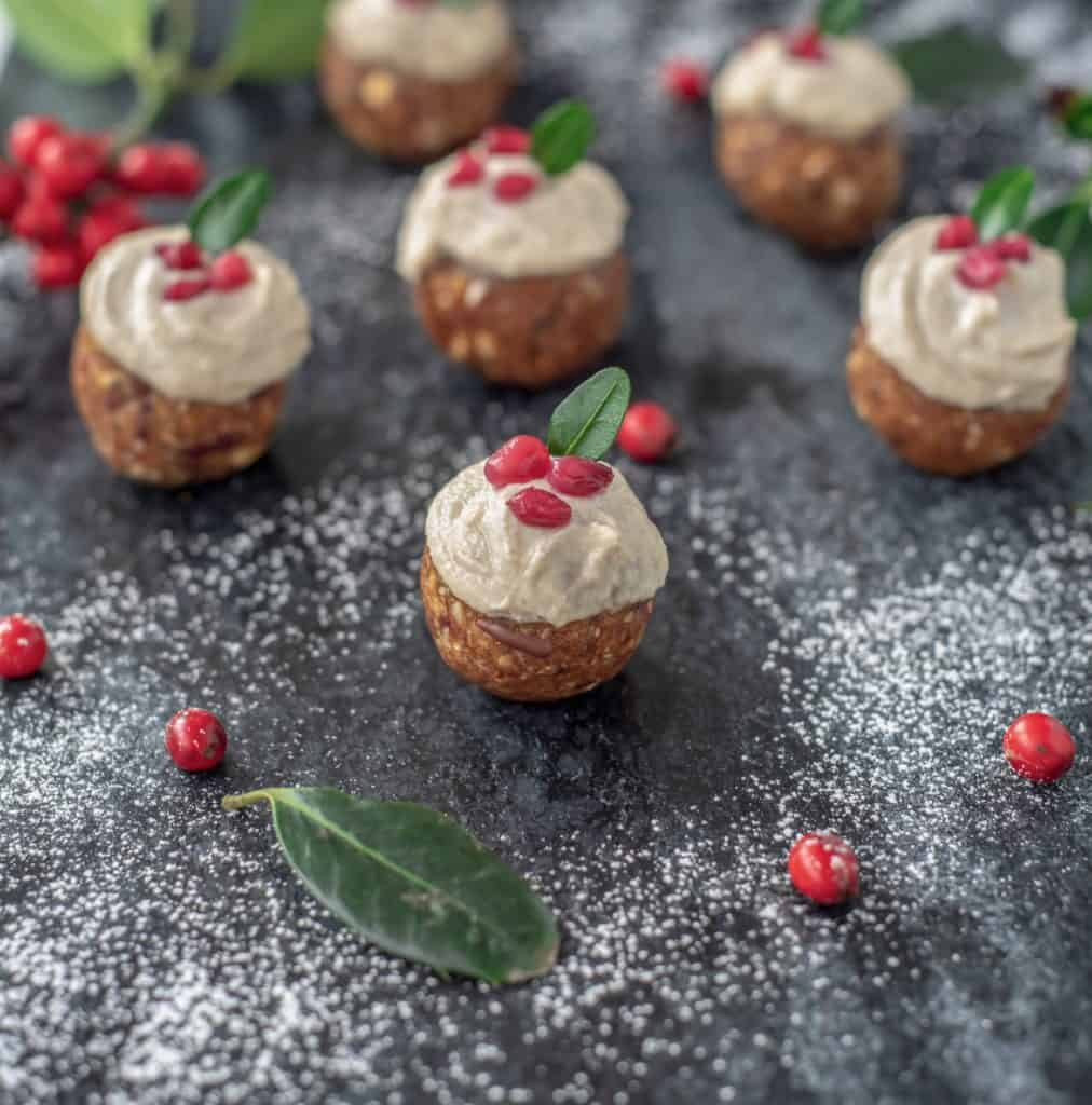 Healthy Christmas pudding bites with lush cashew cream is the perfect snack that won't make you feel like you're missing out on all the festive fun #veganchristmas #vegetarianchristmas #glutenfreexmas #healthychristmas #healthytreats #healthysnacks