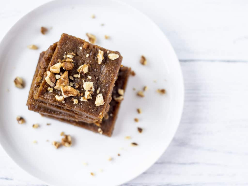 2 Ingredient Healthy Fudge Recipe. Just peanut butter and dates for this natural fudge which is the perfect treat. Vegan, and 10 minutes of prep time.