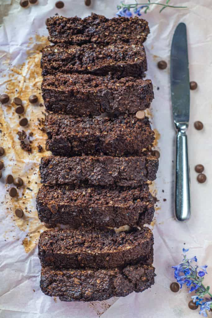This healthy chocolate oat bread recipe needs only a few basic ingredients to create the best chocolate oat bread ever! It's gluten-free, dairy-free & vegan #healthyeating #veganbread #healthybread #oatbread #homemadebread #porridgebread #chocolatebread