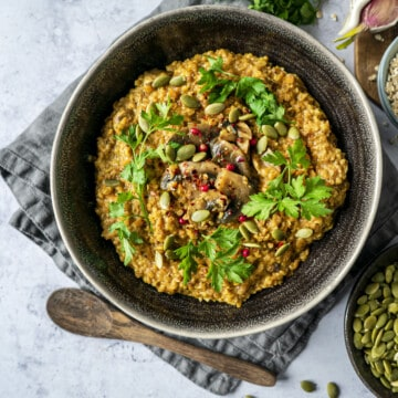 Oatsotto aka savoury porridge is the perfect savoury breakfast, or dinner idea. Ready in less than 20 minutes, it is flavoursome and a proper comfort food.