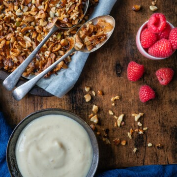Super Easy Grain-Free Granola recipe. Add a little crunch to your breakfast. Loaded with nuts, coconut and pumpkin seeds it's packed with healthy fats, protein and fiber #vegan #paleo #veganfood #veganbreakfast #veganrecipes #grainfree #glutenfree