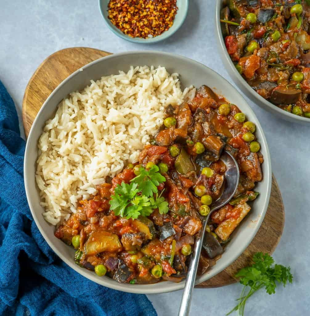 Healthy vegetable stew recipe which is easy to make and full of flavour. Comforting, hearty and ready in 30 minutes! Get your 5-a-day in with 1 meal #cleaneating #healthydinner #healthylunchideas #veganrecipes #plantbaseddiet #healthyfood #easyrecipes