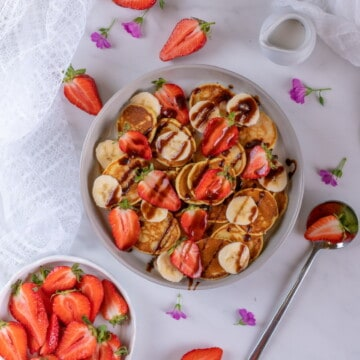 Easy healthy pancake cereal recipe for the whole family. Fluffy, satisfying and vegan! #pancakecereal #veganbreakfast #cleanbreakfast #speltpancakes #healthybreakfast