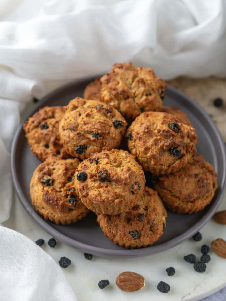 Amaranth muffins with Aronia berries that are wholesome, nutritious and so delicious. Easy to make, vegan and gluten-free too! #amaranthflour #amaranth #glutenfreeflour #glutenfreemuffins #aronia #aroniaberries