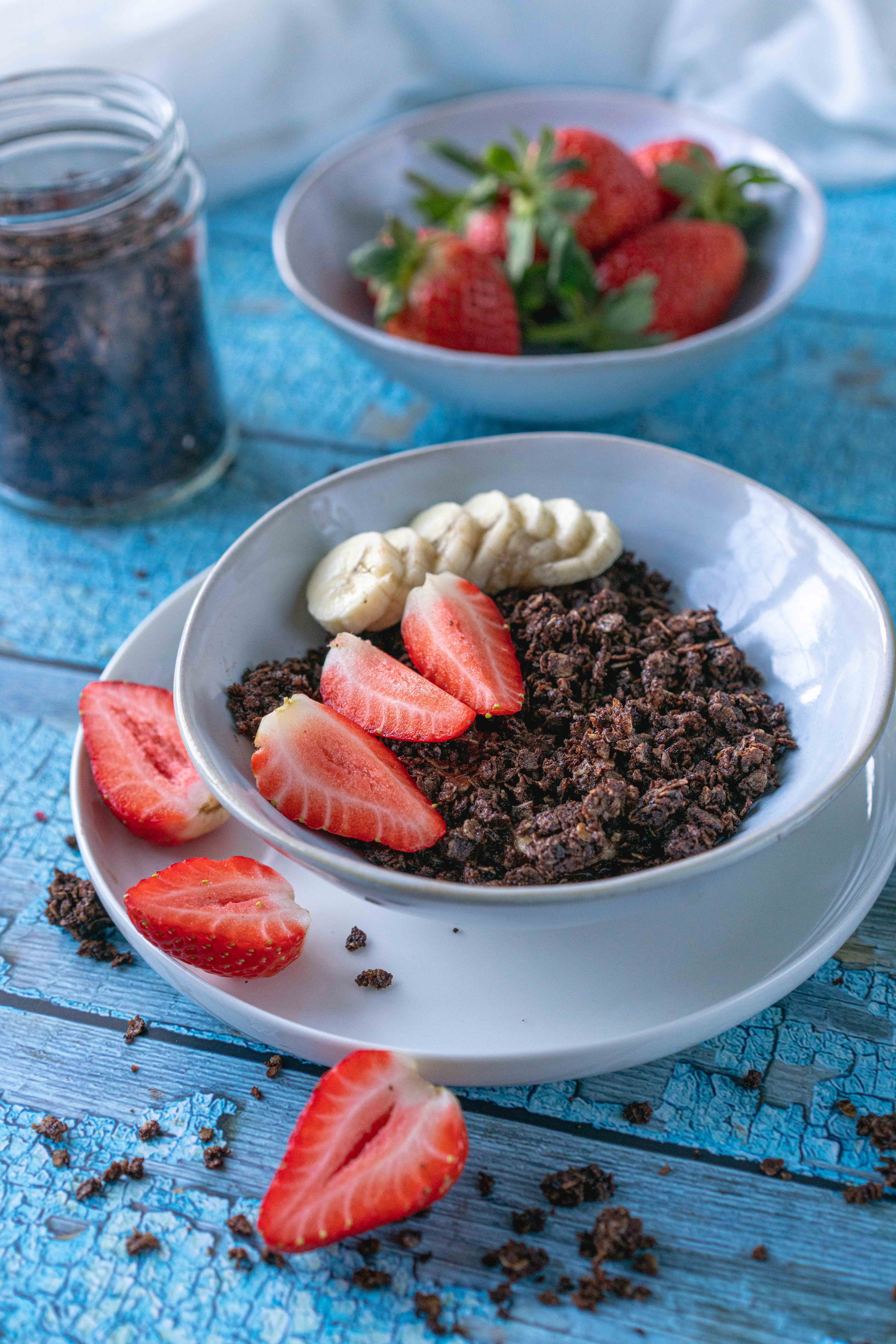 This Healthy Chocolate Granola recipe is healthy, super-easy to make with only 4 ingredients, and oh-so crunchy, chocolatey and delicious.