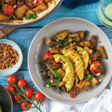 his easy and delicious healthy one pan breakfast recipe is the perfect dish for breakfast, brunch, or light lunch/dinner #healthybreakfast #easybreakfast #onesheetmeal #veganbreakfast #cleaneating