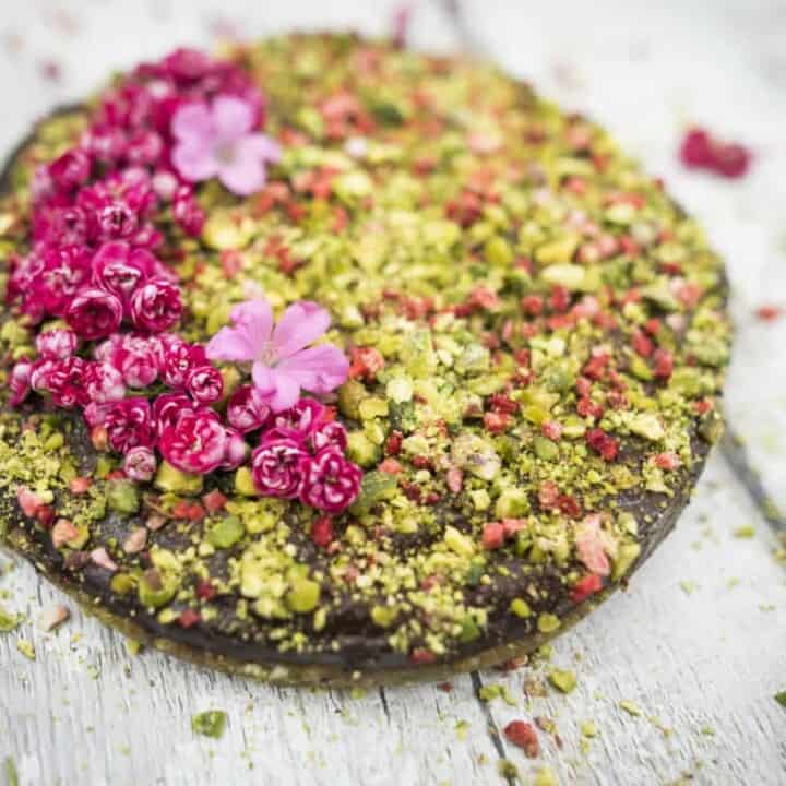Clean eating raw chocolate pistachio cake recipe