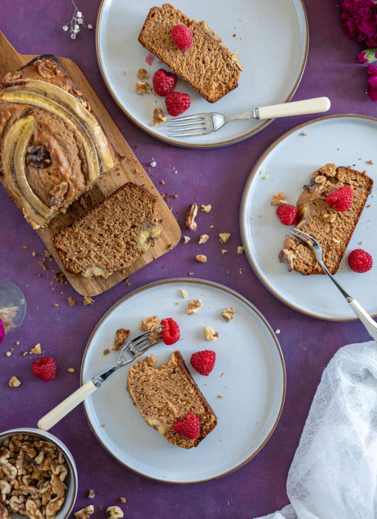 Healthy Banana bread recipe made with only 7 ingredients. It's completely plant based, delicious, moist , full of flavour and made in one bowl.