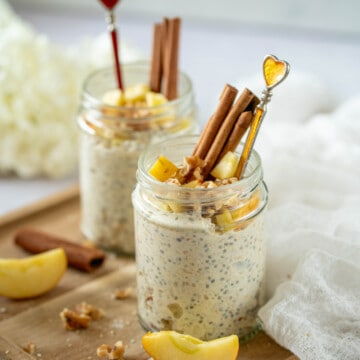 Amazing apple pie overnight oats that taste like an apple pie. You'll love these quick and easy overnight oats made with oats, apple, cinnamon, yoghurt and chia seeds for an extra boost of protein! These oats can be enjoyed chilled, warmed, and on-the-go.