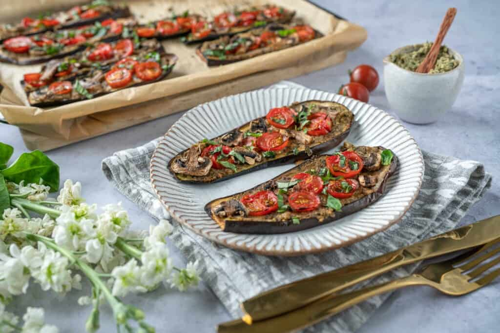 Easy pizza made with aubergine and delicious hummus pesto