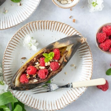 Barbecue Banana Split is the perfect sweet treat and one of the easiest summer barbecue dessert recipes to make. Moreover this is a fantastic recipe to use your ripe bananas. It's naturally vegan, gluten free, and extremely delicious.