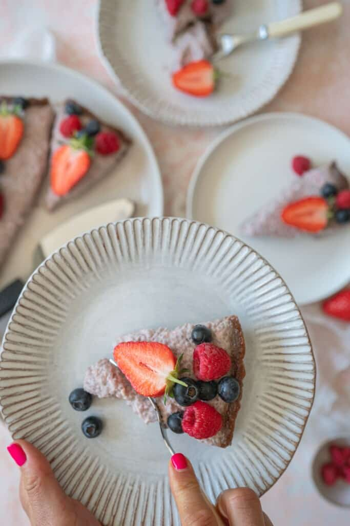This delightful chia pudding cake is a no-bake, light and fresh dessert.Paired with raspberries this recipe is the ultimate summer dessert! Vegan and gluten-free.